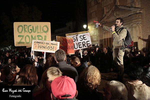 Imagen del reportaje fotográfico de la manifestación zombi por fotógrafo profesional en Madrid