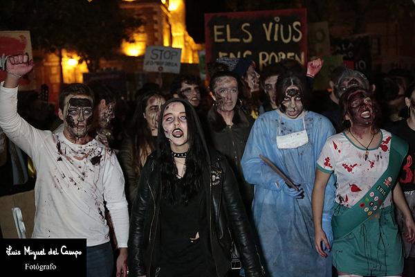 Reportaje fotográfico de la VIII Marcha zombi por fotógrafo en Madrid