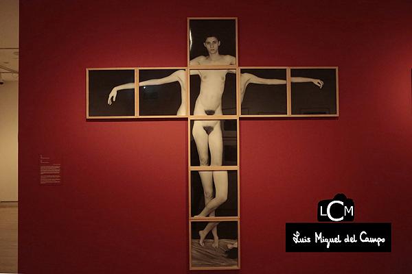 Serie de los crucificados de la exposición de Humberto Rivas