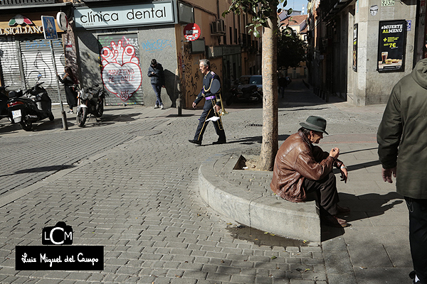 Aspecto de una plaza en una mañana de domingo por fotógrafo profeional en Madrid