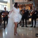 Fotógrafo profesional en Madrid LMC captura a la Tuna en una boda