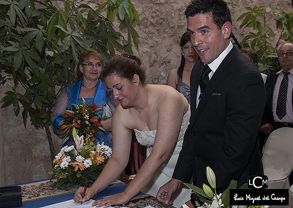 Firma un contrato con tu fotógrafo de boda